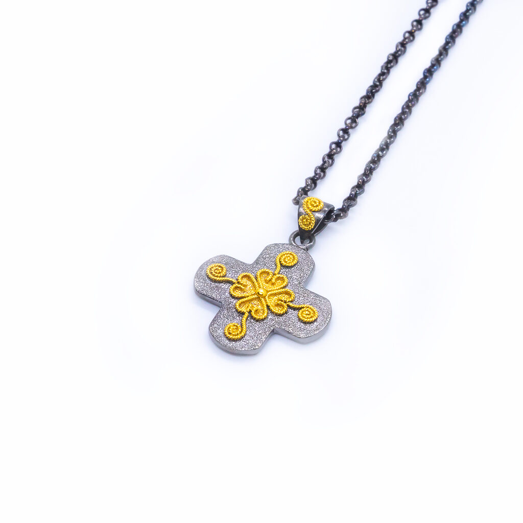 An excellent piece of jewelry forged for an authentic feel.